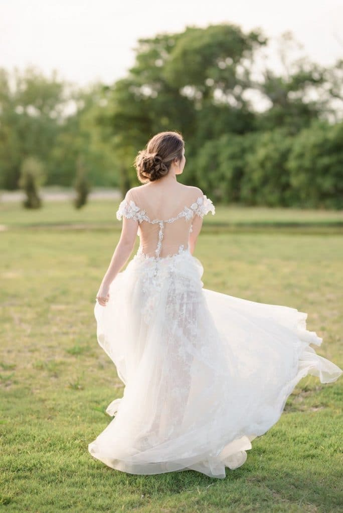 Intimate Countryside Wedding Inspiration Featured on Cake & Lace1